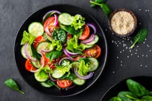 Healthy,Vegetable,Salad,Of,Fresh,Tomato,,Cucumber,,Onion,,Spinach,,Lettuce